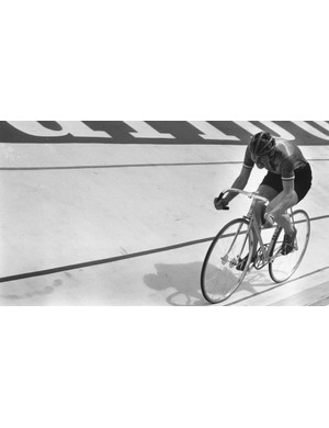 Beryl Burton on her way to Bronze at the 1970 track World Championships