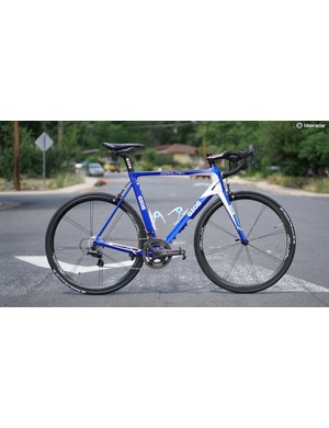 The Gios Aerolite retains the brand's signature blue but in a carbon construction