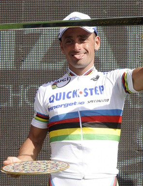Can Paolo Bettini slay the peloton a third year in a row for the rainbow jersey?