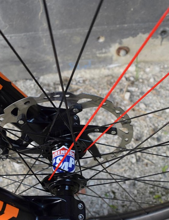 Red spokes help the mechanic quickly locate the valve