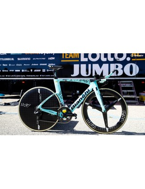 The bikes have full Shimano Dura-Ace R9150 groupsets and PRO wheels
