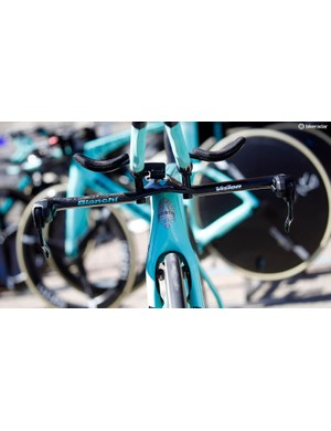 Here you can see the hidden front brake