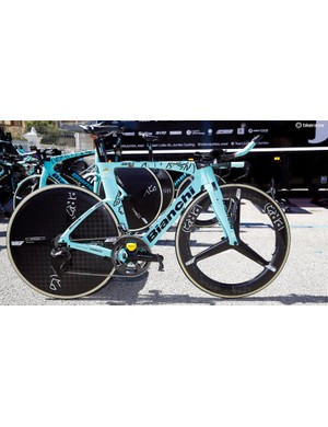 Roglic is known to run a non-production 58t outer chainring from Shimano