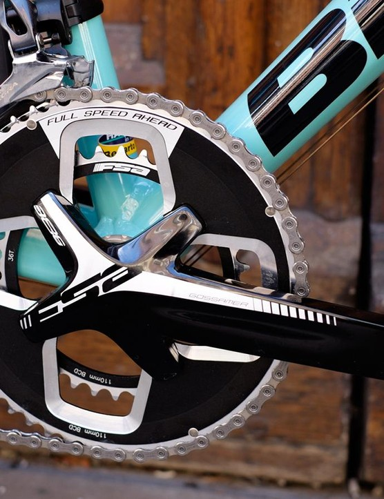 The FSA Gossamer Pro crankset looks strong and has stiffness to match