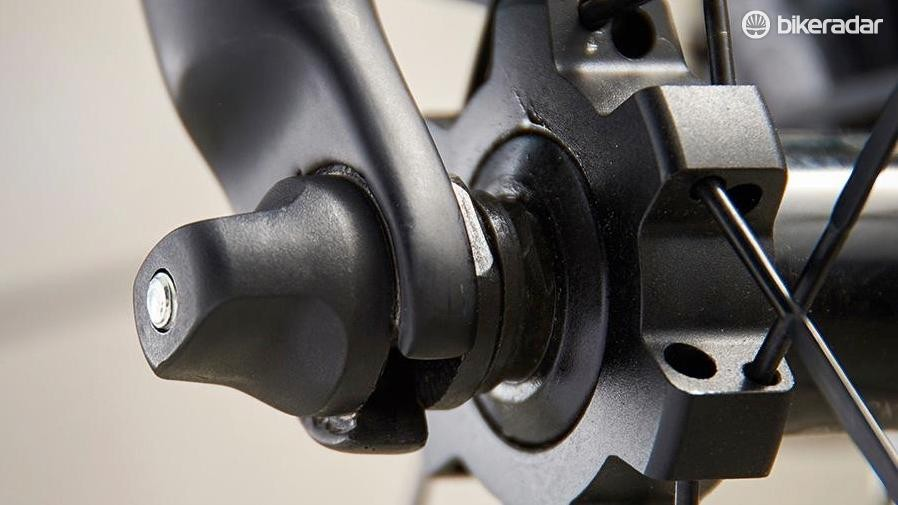 As an early disc brake adopter, the Infinito doesn't use thru-axles