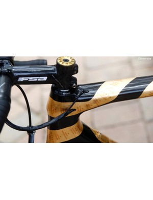The gold leaf banderole covers all the tubes on Nibali's bike