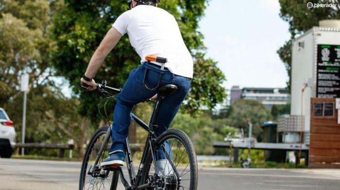 bike-commuter-with-lock-1454948123709-1qb4o5a2b0a44-1000-90-7961221