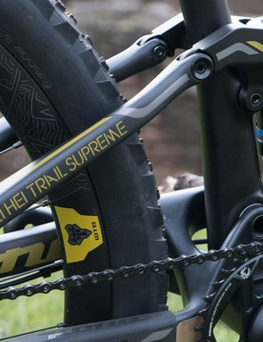 A full carbon frame with pivotless rear end helps keep it lightweight