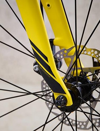 The full carbon fork tapers dramatically at rim level