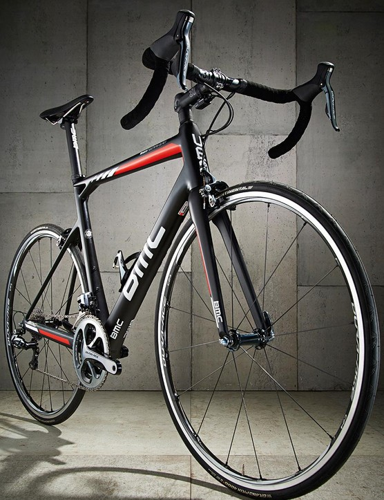 Even rolling on 23mm rubber, the BMC is a suave and assured ride