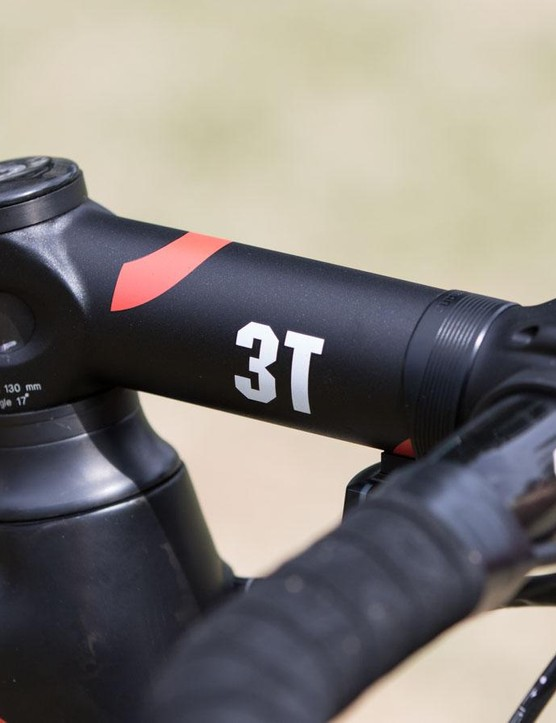 A different stem for 2016: the 2cm taller head tube of the larger frame calls for a steeper-angled stem