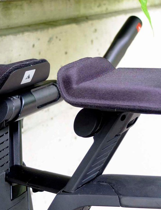 In this front end configuration the extension bar risers are integrated in to the handlebar support. Note how the handlebar is slimmer between the risers