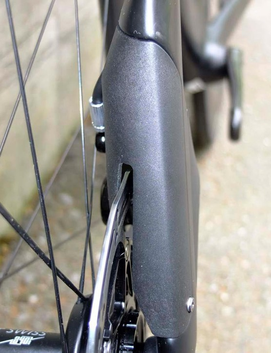 The aero cover blends in to the fork leg, and is removable for caliper adjustment