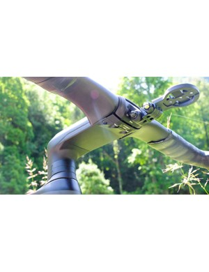 The faceplate bolts are reversed, and the plate underneath the stem hides the cables and hoses from view and the wind