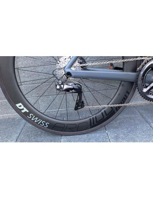 The TMR01 ONE has Dura-Ace Di2 hydraulic disc and DT Swiss ARC 1100 Dicut wheels