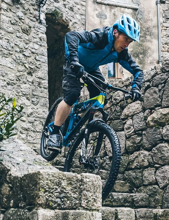The 2016 Boardman Pro FS is a nimble, playful beast