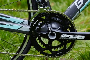 At the front, the Road Team Carbon features 12 and 28-tooth chain rings