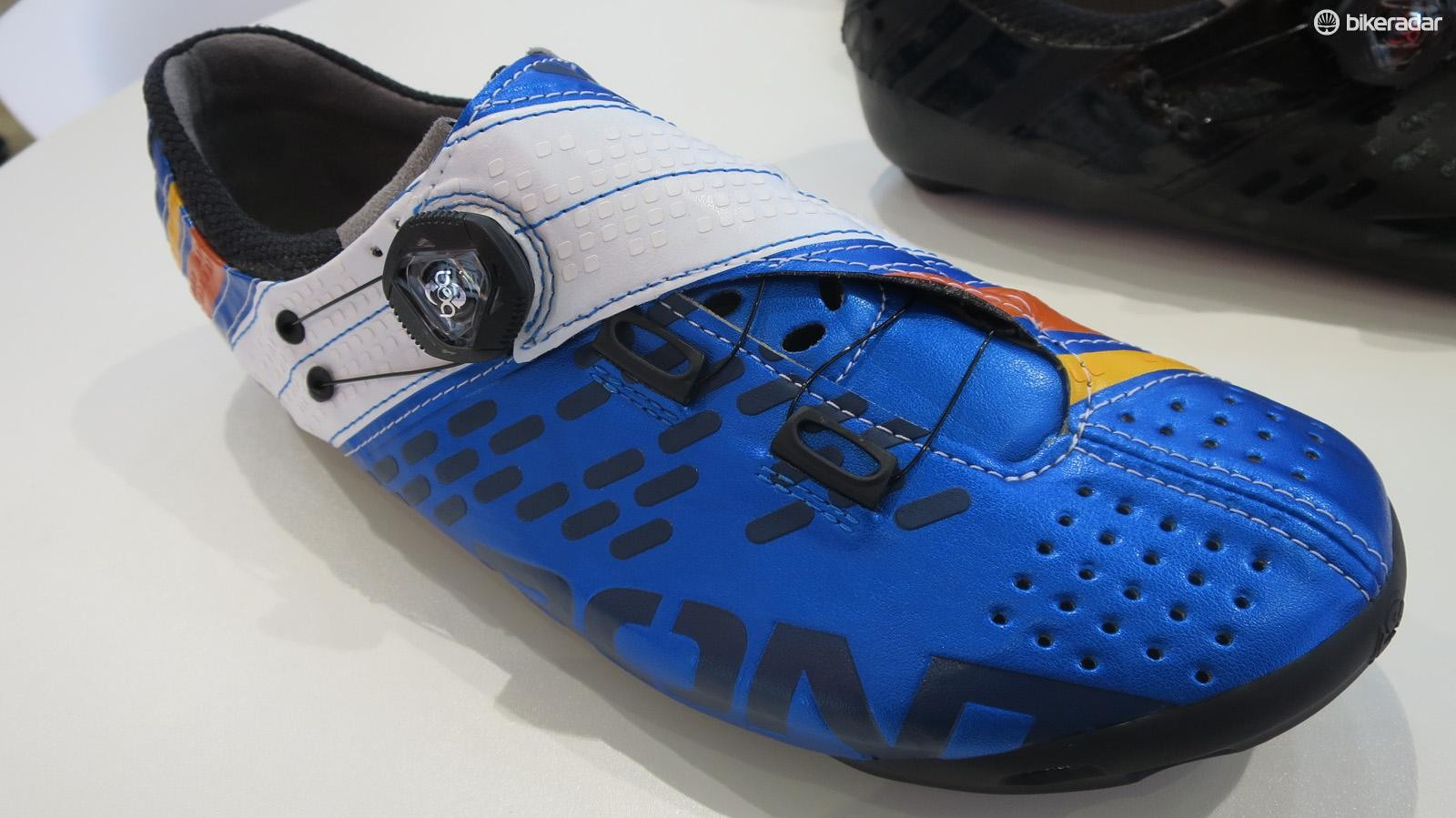 The Helix's upper combines super light Microtex with bonded and stitched sections, and both embossed and bonded graphics