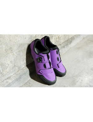 The women's Foray shoes from Bontrager have a boa and strap fastening
