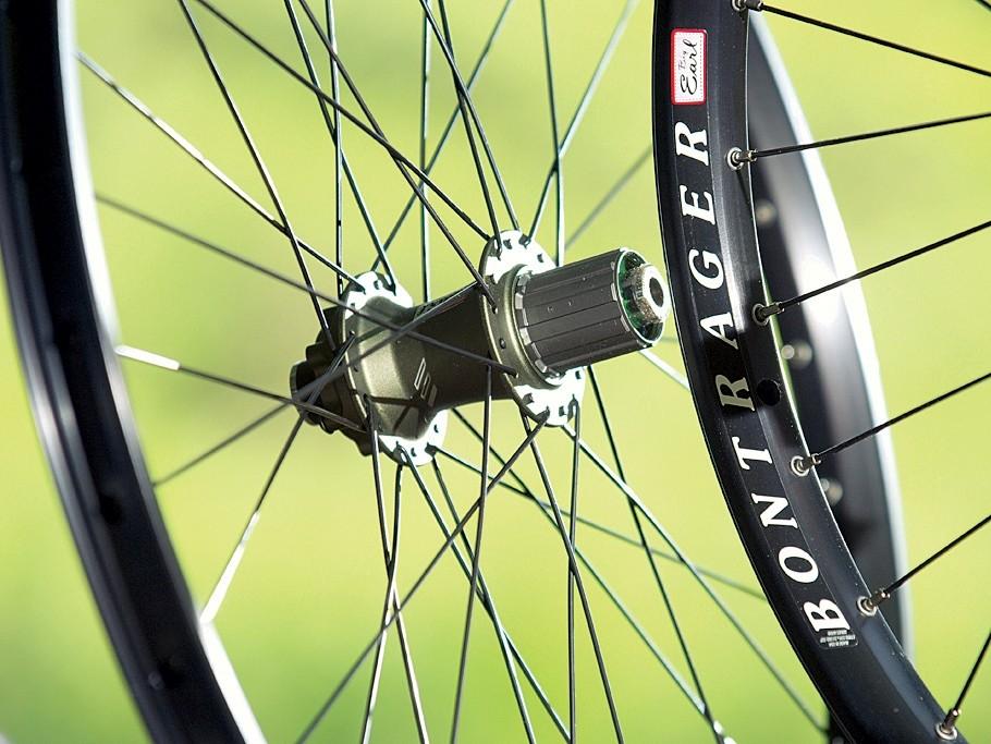 Big Earl boasts wide hub flange spacing