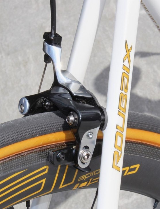 Direct-mount brakes are a pro-only option on the new Roubaix. All the consumer bikes have discs