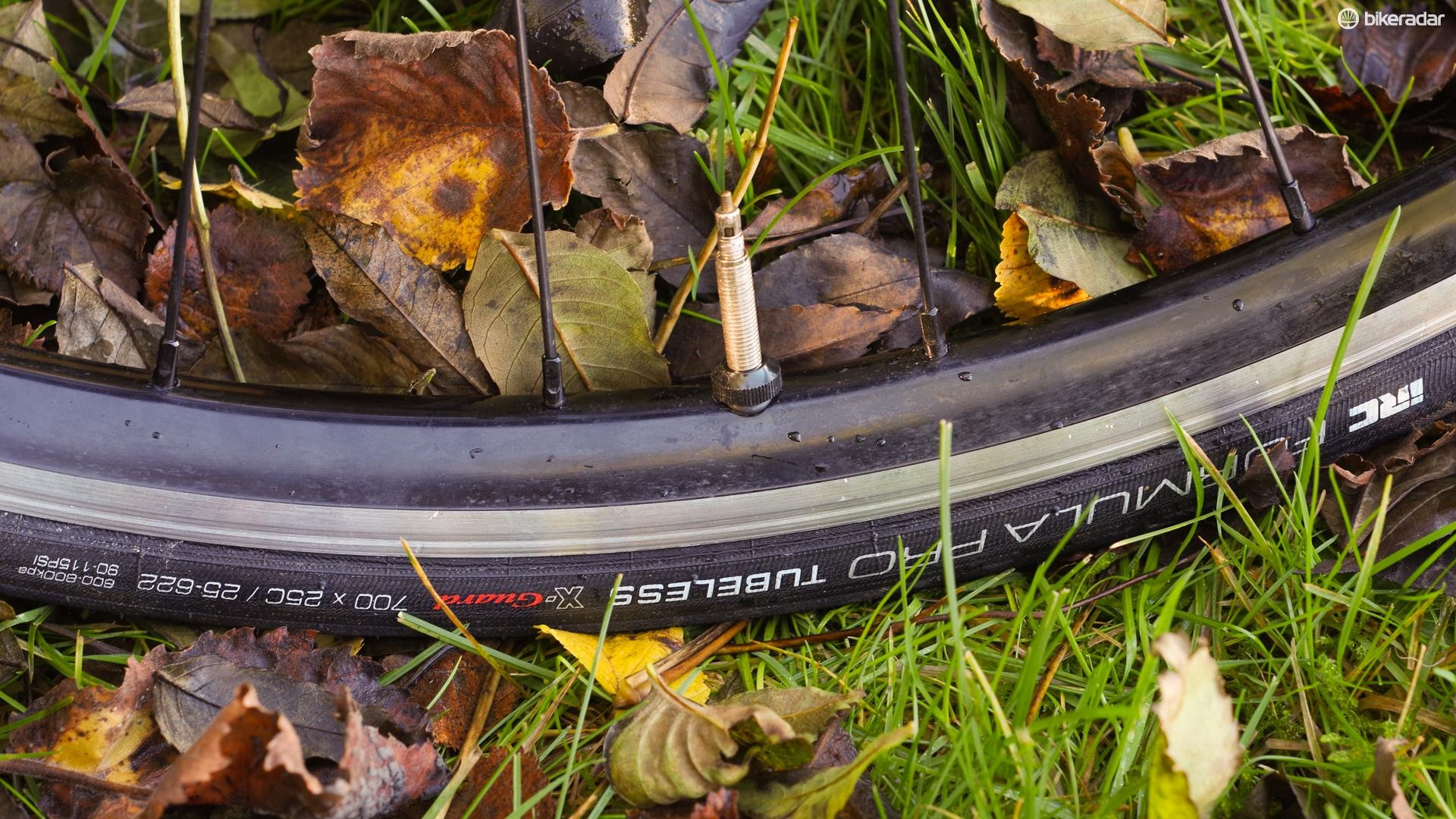 The Borg22s have a usefully wide alloy rim, and they come with tubeless tape and valves as standard