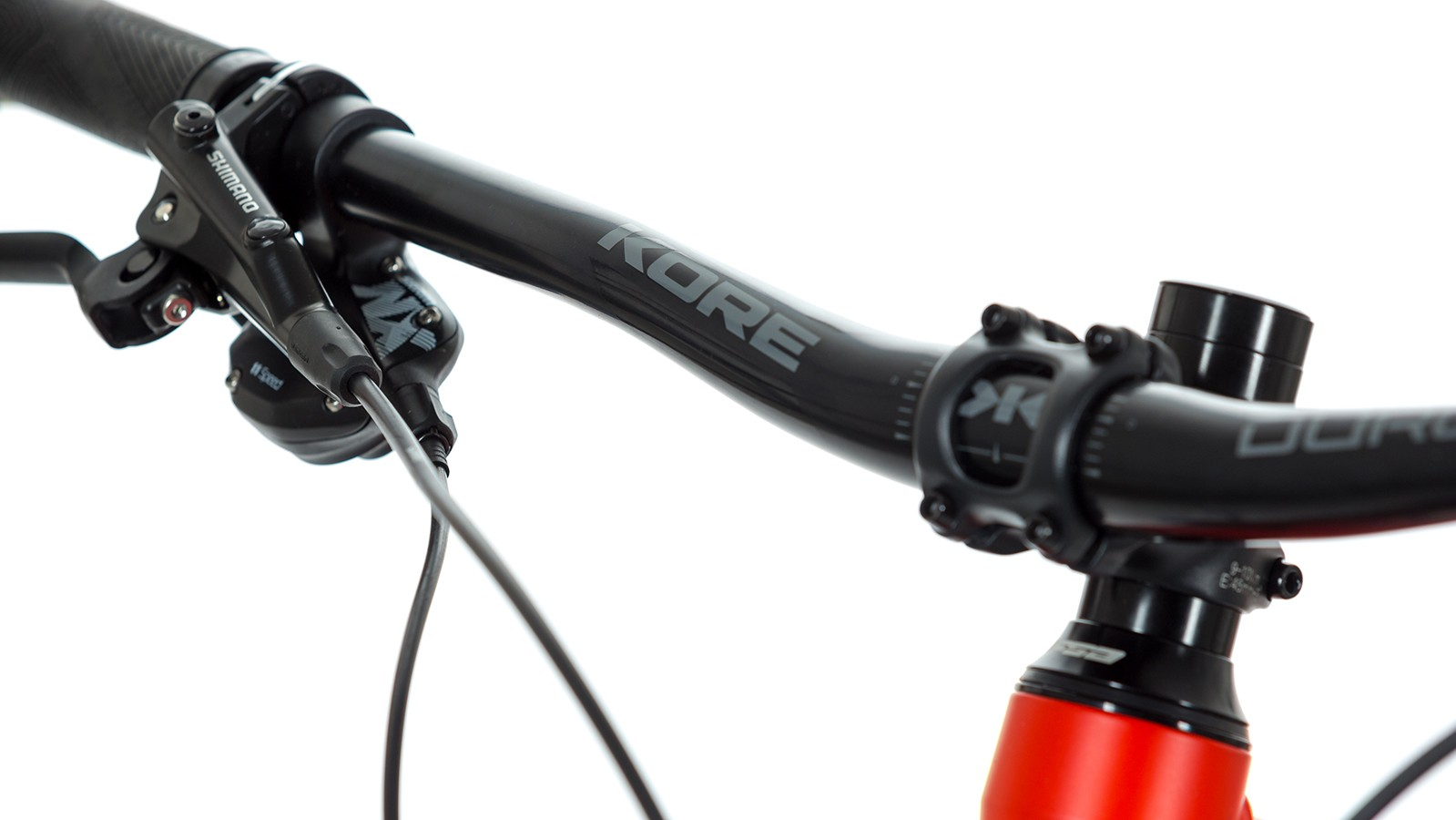 Short 45mm stem and wide 780mm bars