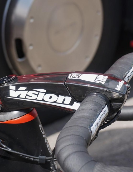 The Orca Aero comes with Vision's integrated Vision Metron 5d bar/stem, but Bouhanni prefers this massive Metron Aero stem and a traditional bar
