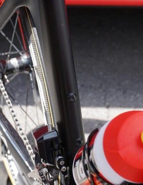 You know you're a French team leader when you don't even have a second cage on your bike. Note the plug in the upper boss