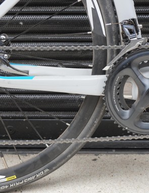 The mostly Ultegra groupset is paired with a 105 cassette