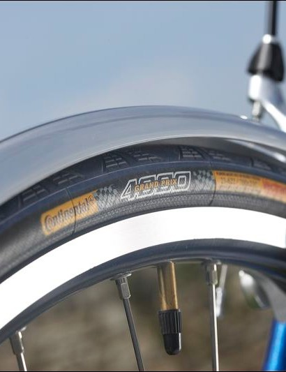 Shimano brakes wrap round the mudguards