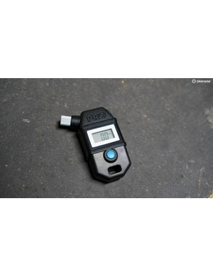The Pro Pressure Checker Digital is compatible with both Schrader and Presta valves