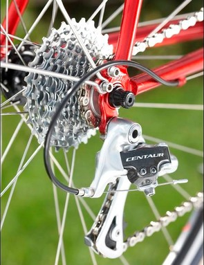 Campagnolo rear derailleur complements the frame quality