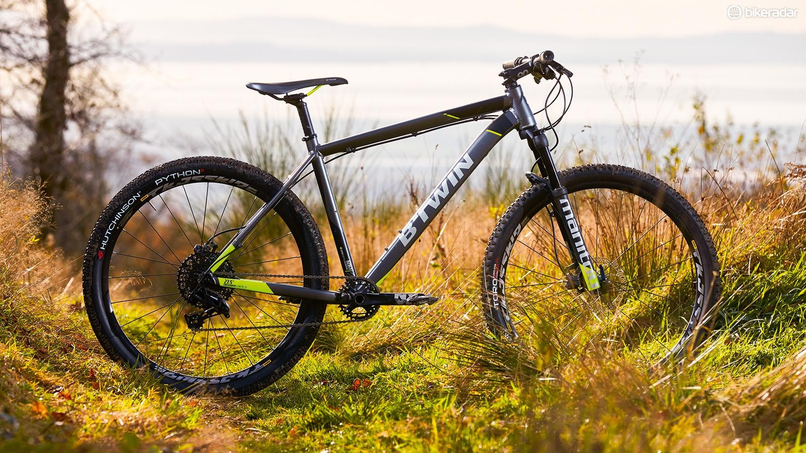 The Rockrider 900 is a top value choice for those who like to travel quickly on the trails