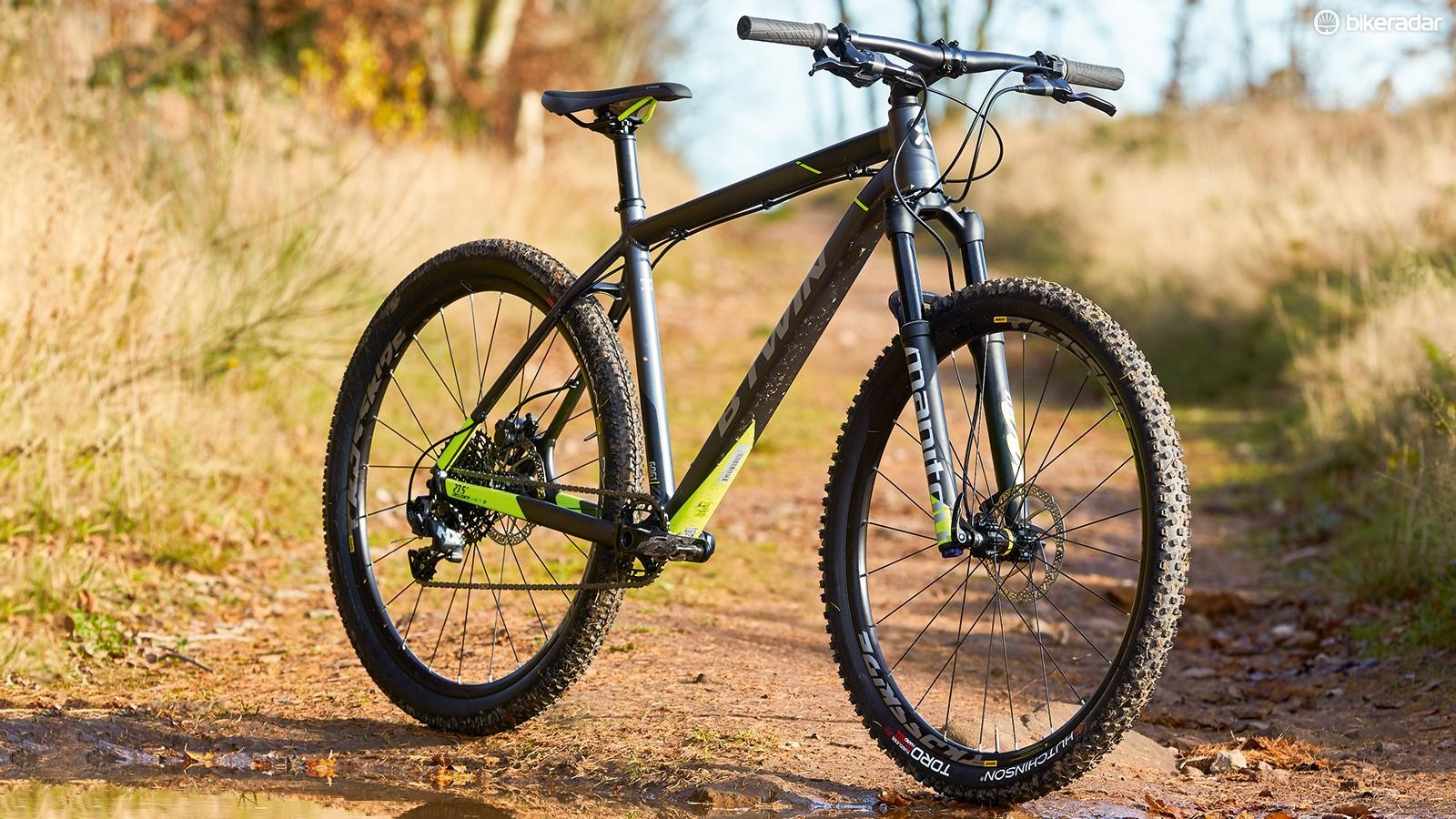 The big steel SRAM NX cassette is heavy but gives wide-range sequential shifting for less weight than a second chainring, front mech and shifter