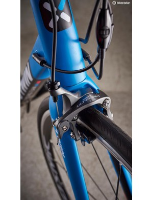 Shimano Ultegra direct-mount brakes sit up front