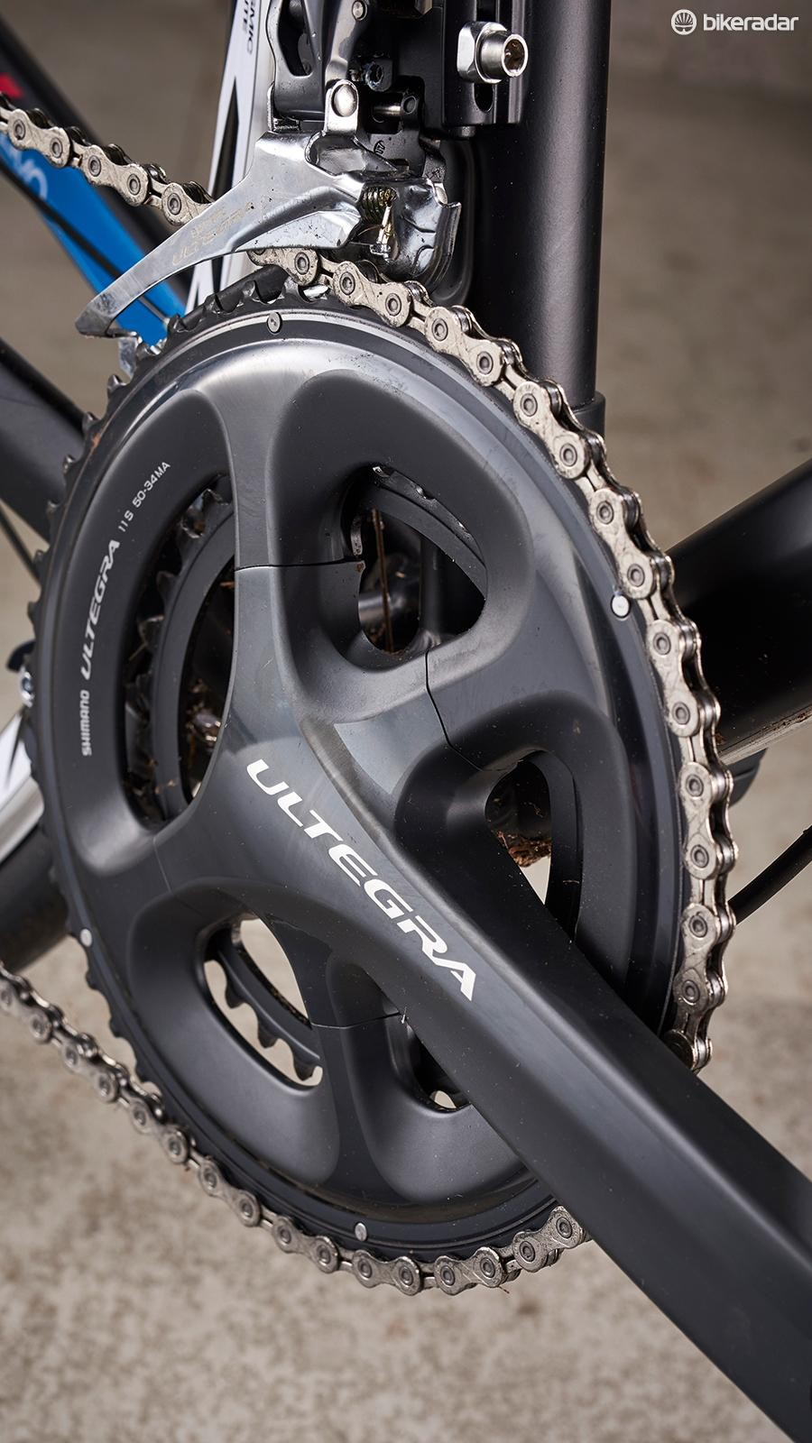 803e7f8be30 Only the chain from KMC breaks away from the Ultegra spec gearing