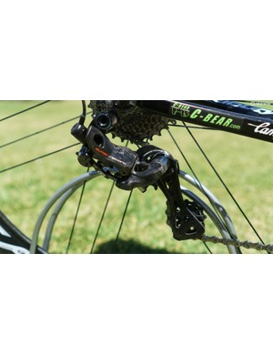 The new rear derailleur is significantly slimmed down compared to the outgoing generation of Super Record EPS