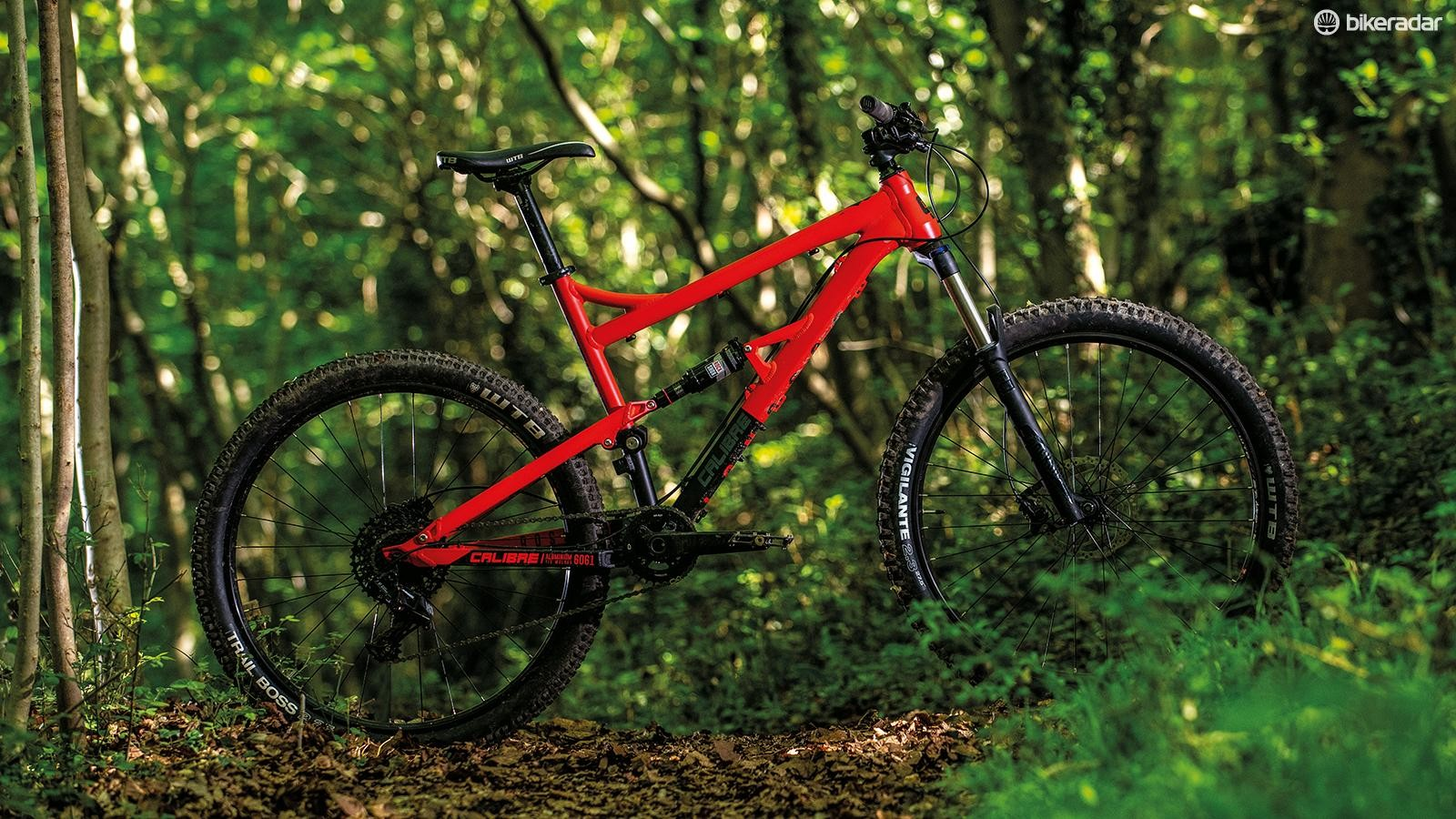 The fork, wheels, bar/stem and 1x11 transmission are on point and it's got a great set of brakes for the price too