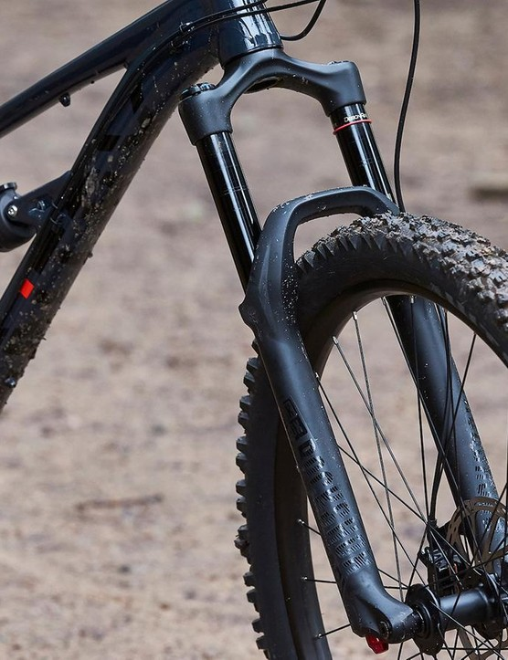 The Sentry sports a slack 64-degree head angle which is paired with the short (42mm) offset Yari fork