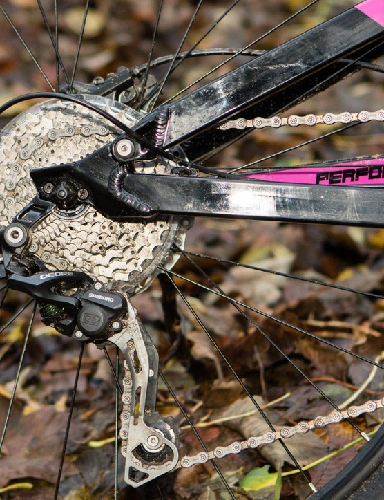 The Shimano Deore 2x10 drivetrain provides reliable shifting with a wide range of gears