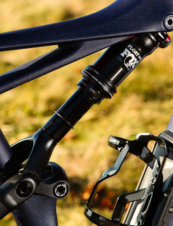 A striking frame shape catches the eye and the oversized downtube holds a SWAT compartment beneath the bottle cage