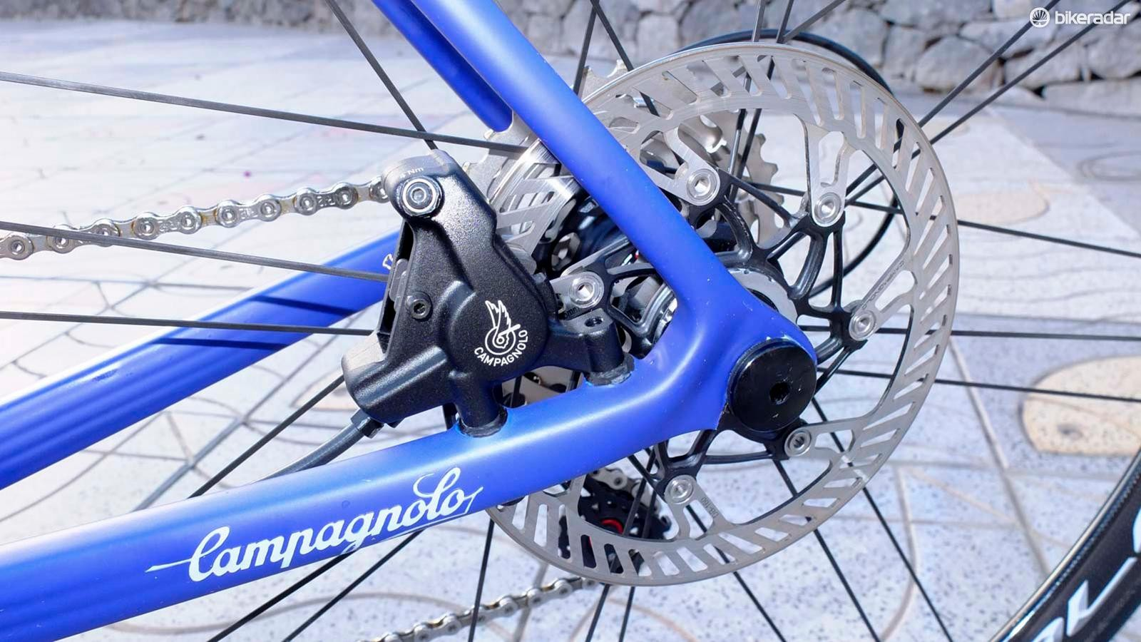 Campagnolo's disc brakes carry on from 2017's launch, with their rounded disc rotor edges