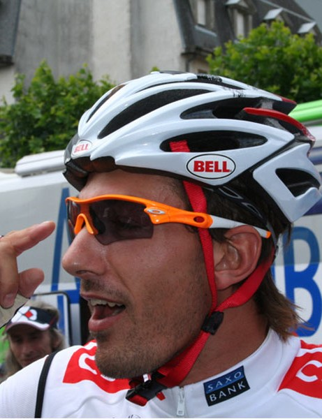 Fabian Cancellara (CSC-Saxo Bank) discusses his shades with the guys from Oakley - he likes his orange Radars