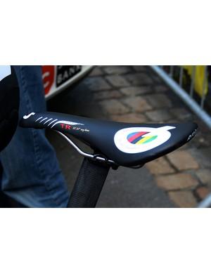 Fabian Cancellara (CSC-Saxo Bank) has a special edition Prologo Scratch TR.