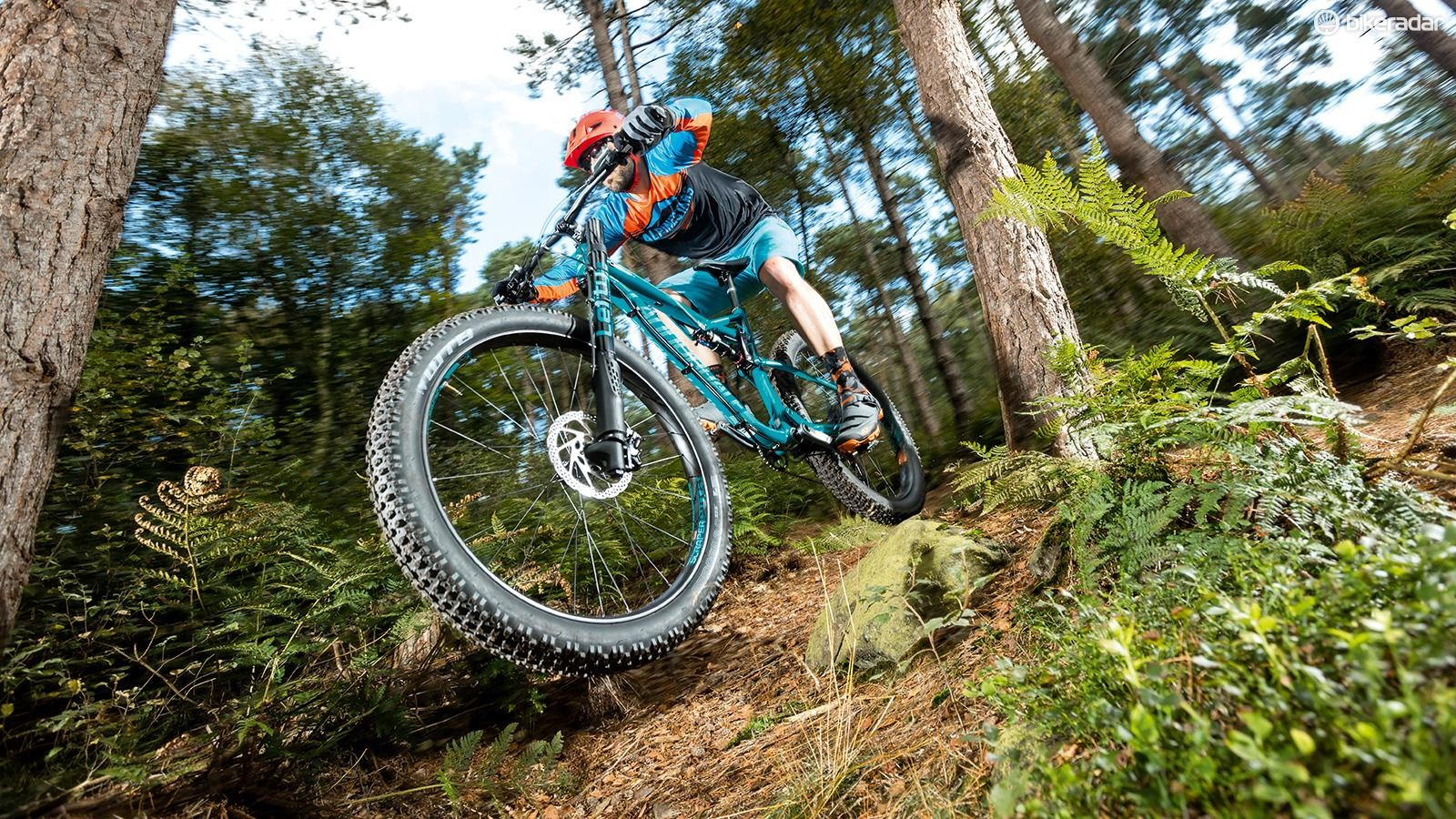 The bigger volume and lower pressures of the tyres shrink rocks, roots and ruts, making riding on technical terrain fast