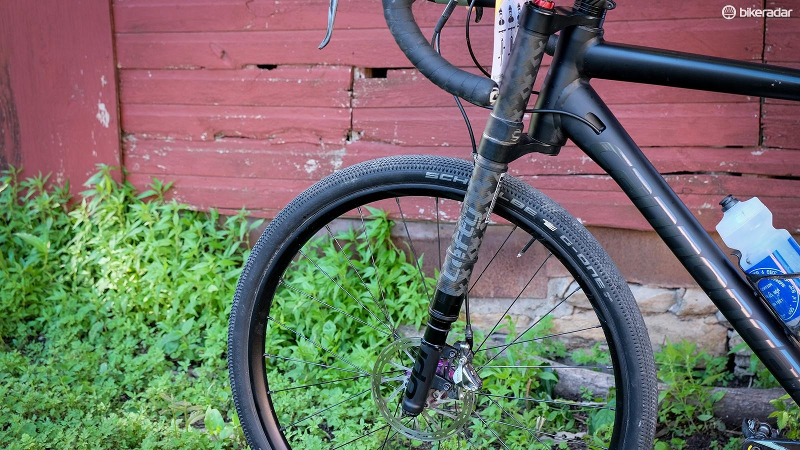 The Lefty Oliver provides a scant 30mm of suspension — just enough to take the edge off gravel roads
