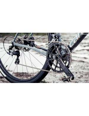 Cannondale's Si SpideRing crankset is paired with Shimano Ultegra gears and hydraulic disc brakes