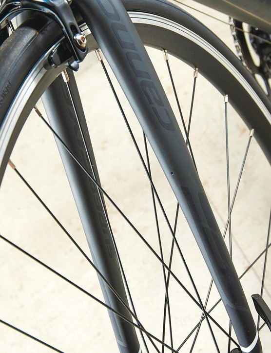 The slimline fork does a great job of smoothing out rough road surfaces