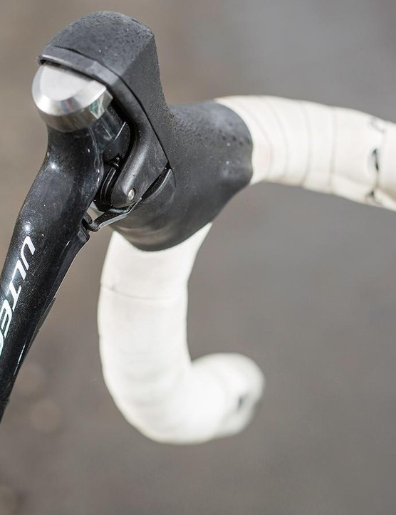 Cannondale has fitted its own slightly flattened, compact sized C2 women's wing bar